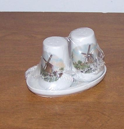 New Salt And Pepper Shakers Dutch Wind Mill