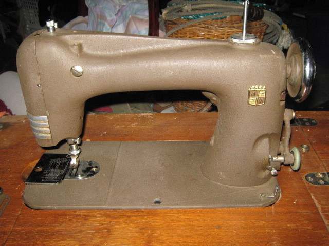 Rotary Sewing Machine Foot Clamp w/ Screw