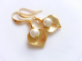 Small Gold Calla Lily Earrings Pearl Earrings Valentine's Day Gift For H... - $36.00