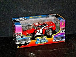 2005 NASCAR Action Camaro Muscle Machine #20 1:24 scale stock car image 3