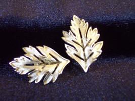 Crown Trifari Oak Leaf Silver Plated Clip Earrings Brushed Openwork Vint... - $14.80