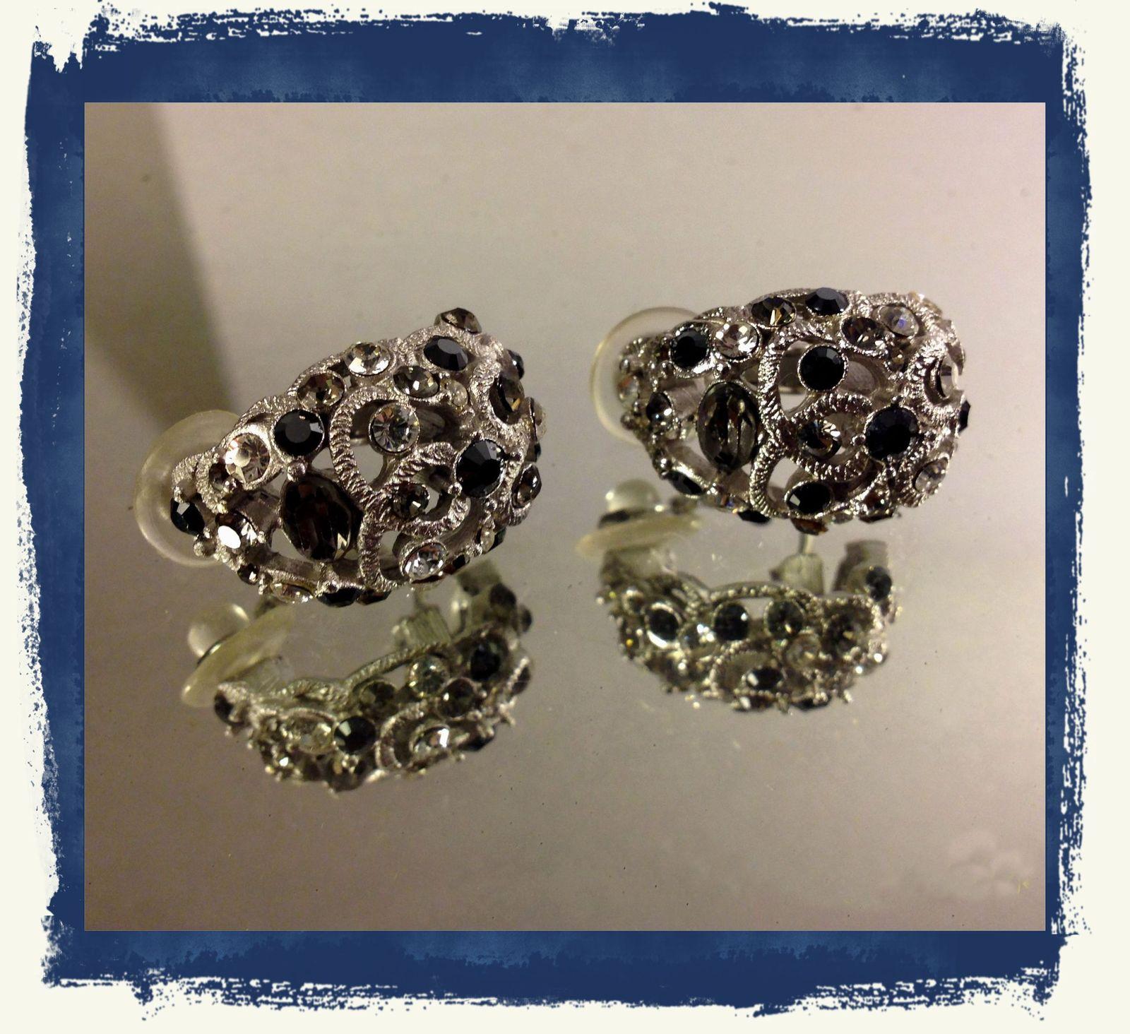 VTG Silvertone Filigree *Smoke/Black/Clear Rhinestones Cluster Pierced Earrings