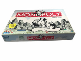 Monopoly Board Game Original Parker Brothers 2004 Edition - $9.89