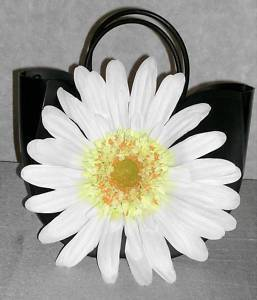 BACKYARD OAKS VINYL BLACK HANDBAG W/ LG WHITE DAISY
