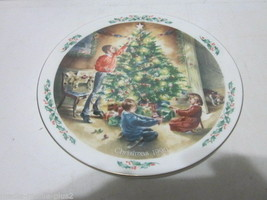 VINTAGE CHRISTMAS 1990 ROYAL DOULTON COLLECTOR PLATE THE FINISHING TOUCH - $9.99
