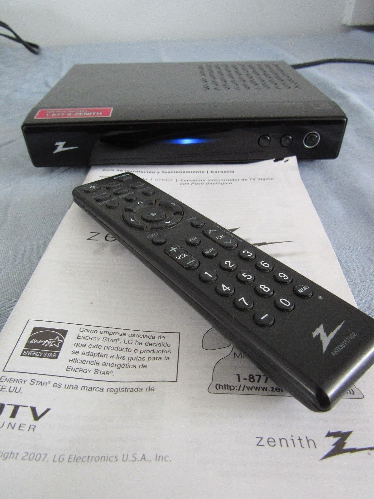 Zenith Digital DTV TV Tuner Converter Box Model DTT901 w/ Remote & Manual