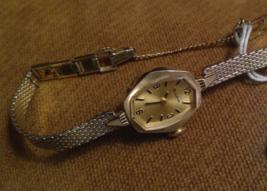 Bulova N2 Womens Wrist Watch and Band 1/20 10K RGP Gold NOT Working - $18.86