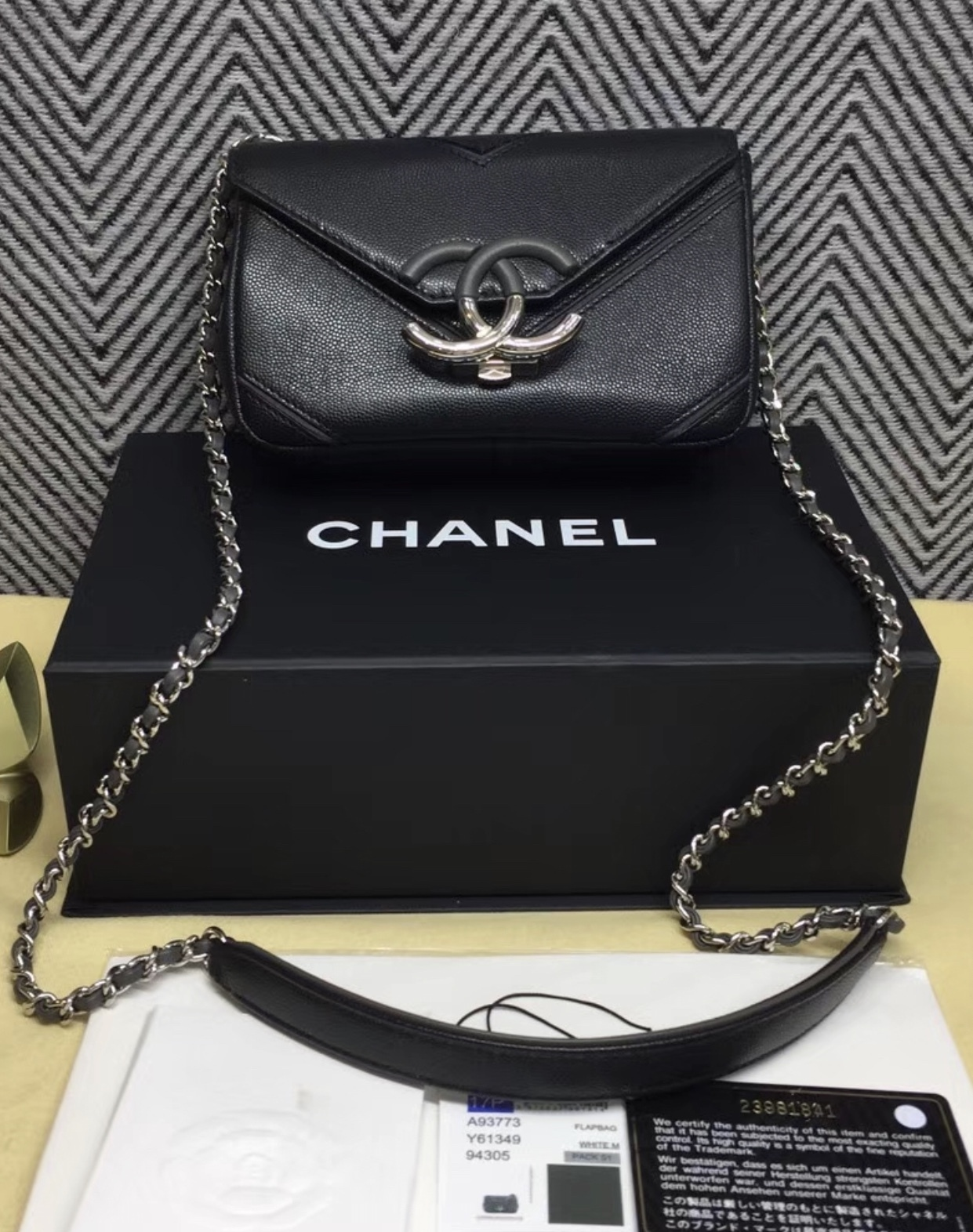 8f27a3892a1c NEW AUTHENTIC CHANEL 2017 BLACK GRAINED CALFSKIN CHEVRON SMALL FLAP BAG