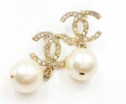 Authentic CHANEL Classic Signature Crystal CC Logo Pearl Drop Earrings Gold  image 2