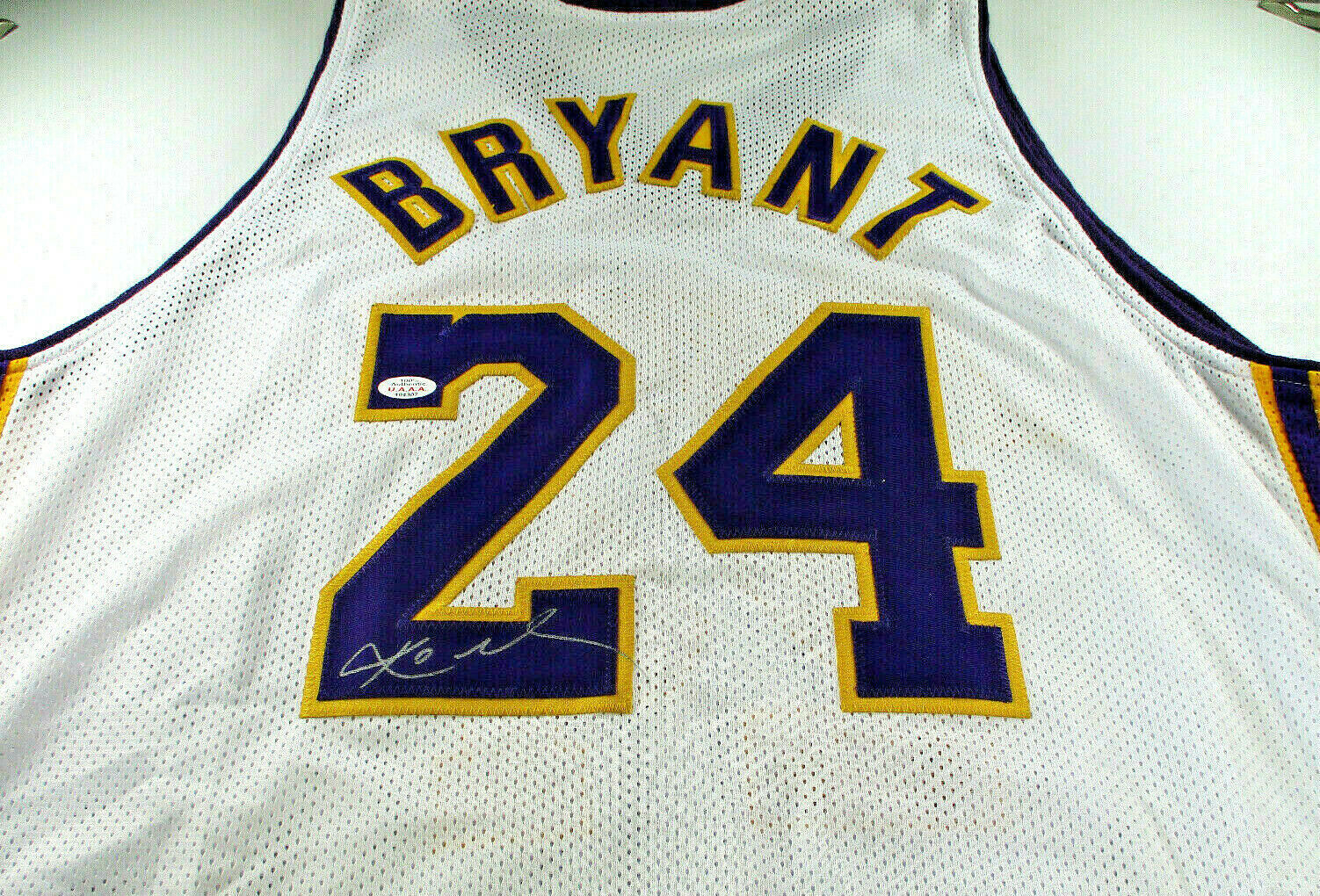 KOBE BRYANT / LOS ANGELES LAKERS / AUTOGRAPHED LAKERS WHITE CUSTOM JERSEY / COA
