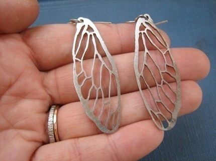 Silvery Cicada Line Earrings