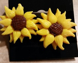 Summer Sunflower Stud Earrings Gold Tone Clay Flower Unique - $6.50