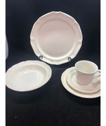 MIKASA French Countryside White Scalloped 4 Place Setting 20 Pieces F900... - $2.342,44 MXN