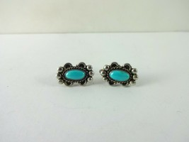 Sterling Silver Native American Turquoise Screw Back Earring    4.5 Gram - $681,93 MXN