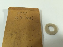 (1) Poulan Chainsaw 3991 Felt Seal 530003991 New Old Stock - $5.99