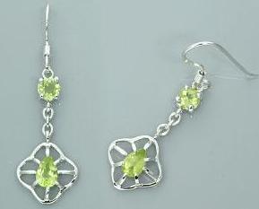 1.50ctwround   pear cut peridot dangling earrings
