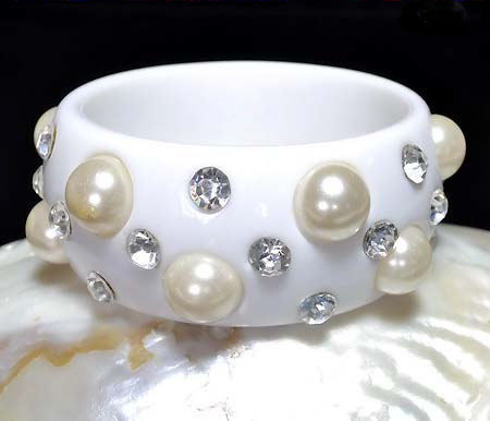 Bangle Bracelet in White Lucite Large Pearls and Sparkling Clear Rhinstones
