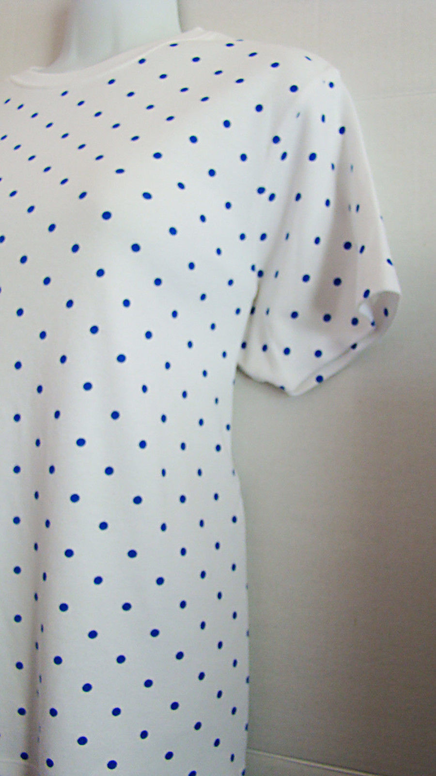 Karen Scott ~ Woman's Pullover Shortsleeve Shirt ~ Size Small ~ White with Blue