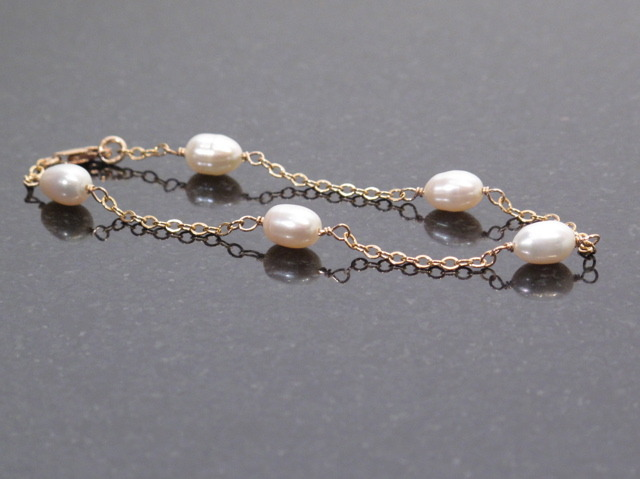 Gold White Pearl chain bracelet
