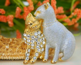 Vintage Two Cats Brooch Pin Silver Enamel Gold Rhinestones - $18.95