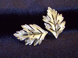 Crown TRIFARI Oak LEAF Silver Plated Clip Earrings Brushed Openwork Vint... - $17.81