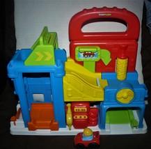 2013 Mattel Fisher Price Little People Wheelies Garage Car Wash Gas Station - $18.51