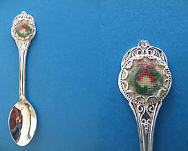 CHRISTMAS PETIT POINT WREATH Souvenir Collector Spoon XMAS Collectible