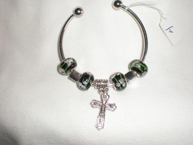 NEW  Charming  Beads Bangle Christian Catholic  Cross Crucifix  Bracelet