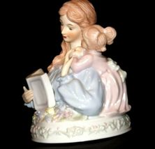 Mother and Daughter Reading together Music Box AA19-1687 Vintage (Tested) image 3