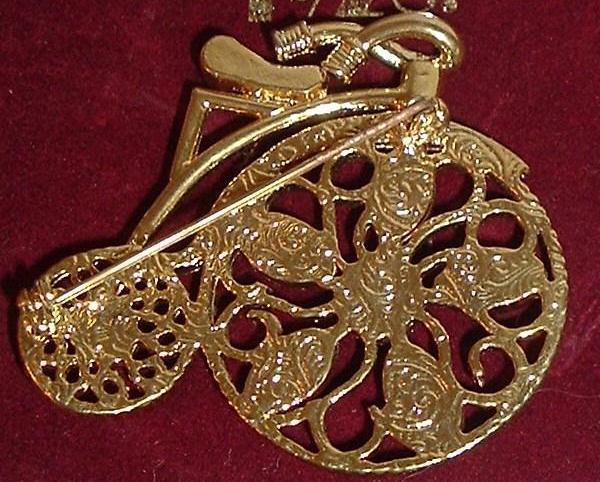 1928 Jewelry Collector's Pin in Tin