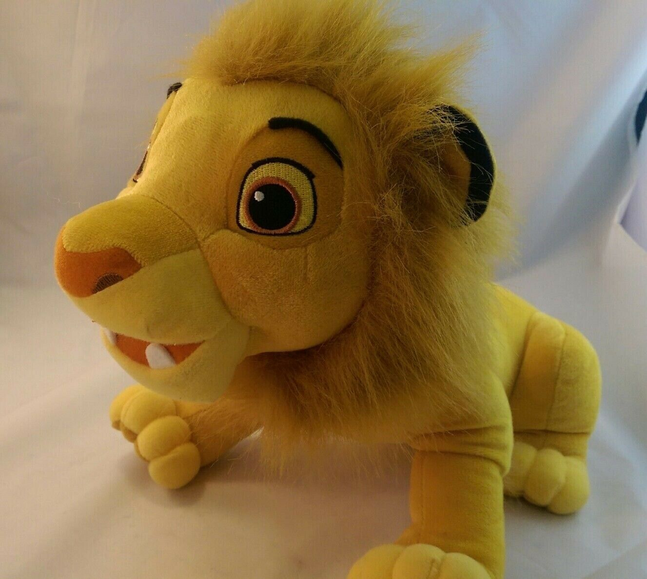"2002 Hasbro Disney The Lion King Ready to Roar talking Simba plush toy 11""tall - $19.59"