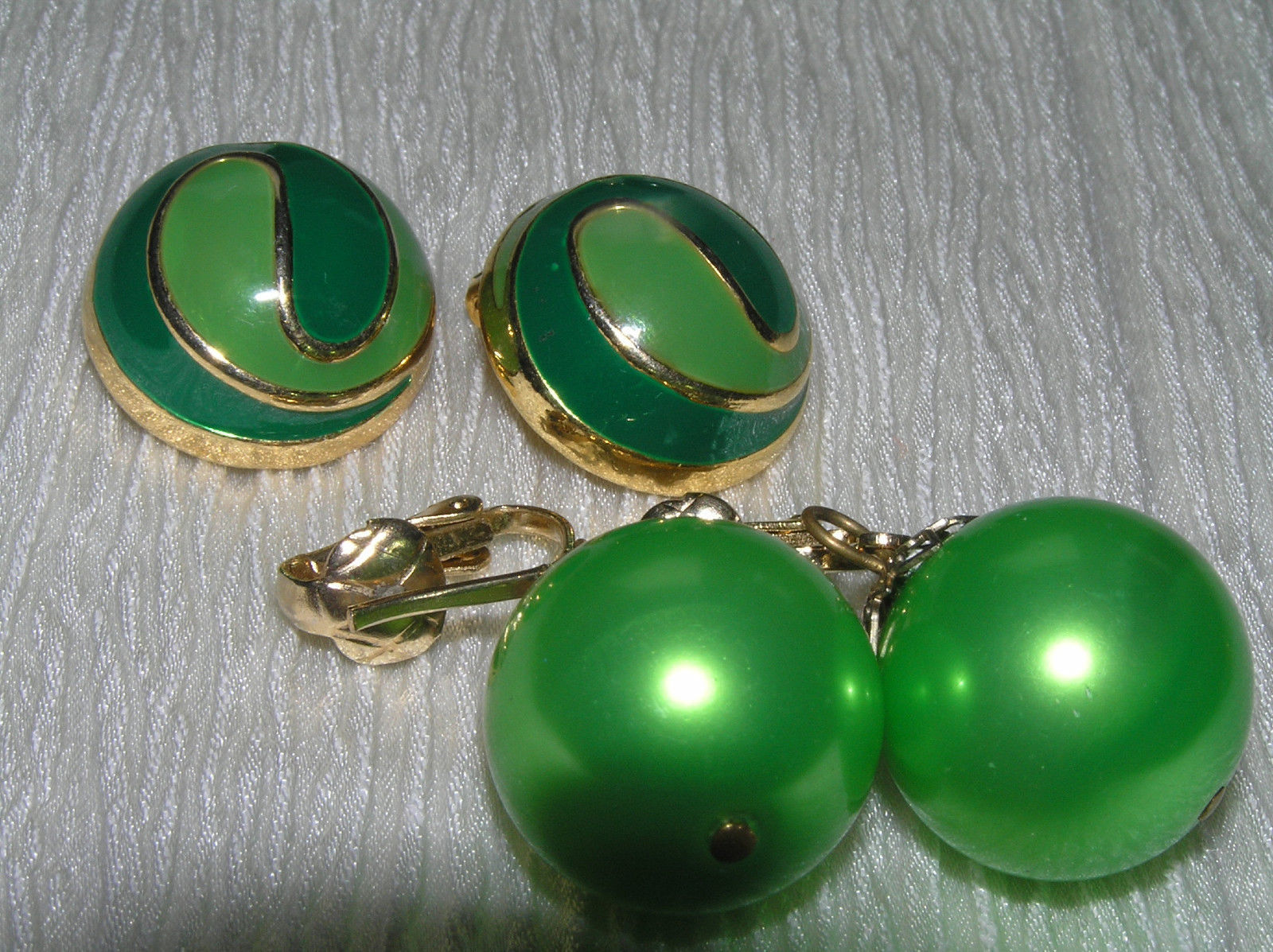 Primary image for Vintage Lot Light & Dark Green Enamel Swirl Dome & Large Metallic Bead Dangle