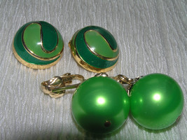 Vintage Lot Light & Dark Green Enamel Swirl Dome & Large Metallic Bead D... - $12.54 CAD