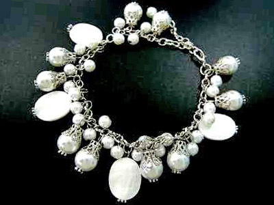 062bw mother of pearl bracelet