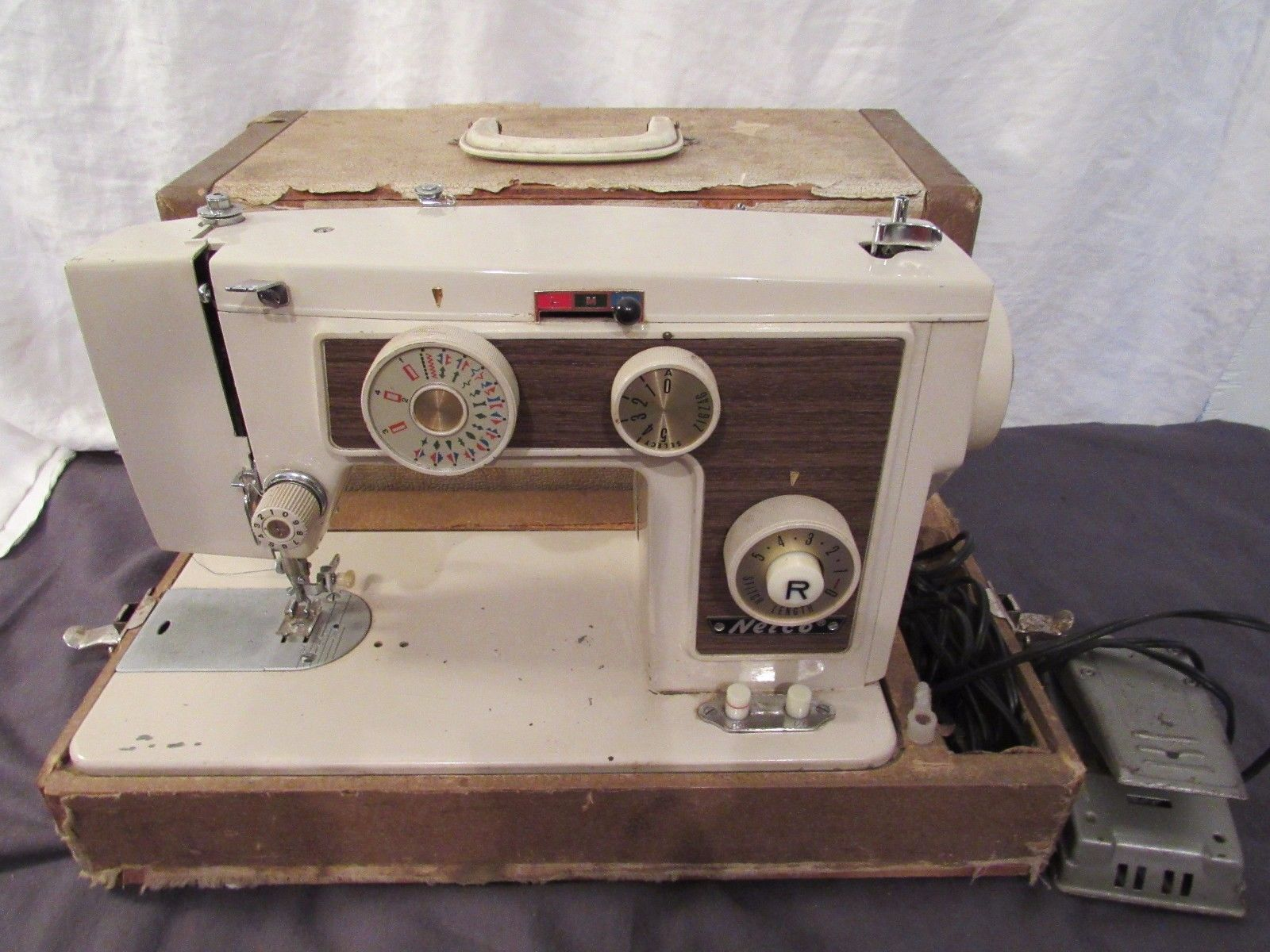 Nelco Vintage Original 816 Sewing Machine With Case
