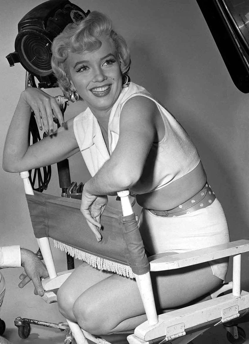 Marilyn Monroe sitting in chair on movie set in shorts 5 x 7  photo reprint