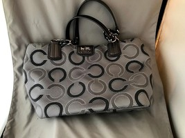Authentic Coach Gray Purse F1220-21210 - £92.29 GBP