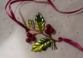 Longaberger Holly Berry Christmas Basket Tie-on Retired - $10.78