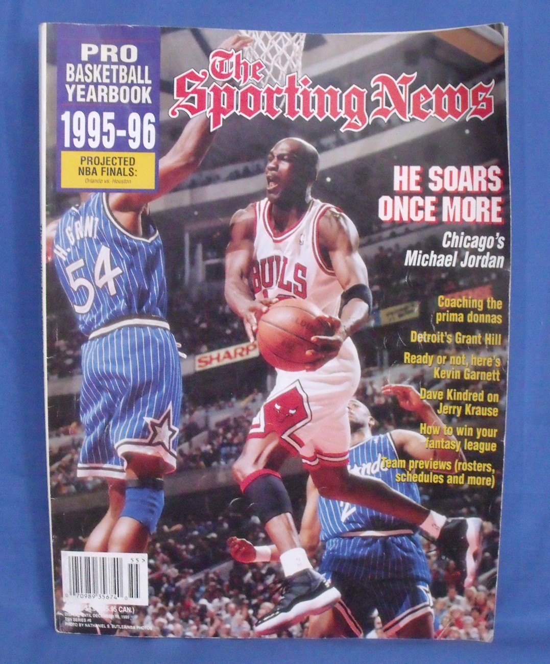 Primary image for The Sporting News Pro Basketball Yearbook 1995 1996  Magazine