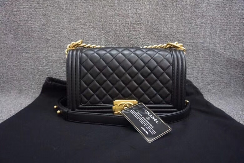 AUTHENTIC NEW CHANEL 2018 BLACK QUILTED LAMBSKIN MEDIUM BOY FLAP BAG GHW