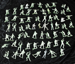 """Green Army Men Toy Soldier Play Set Figure Vintage 1-1/2 to 2"""" MPC - $26.99"""
