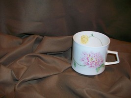 MIKASA NATURE'S GARDEN CHRYSANTHEMUM TEACUP NOVEMBER BIRTHDAY FLOWER NARUMI - $12.86
