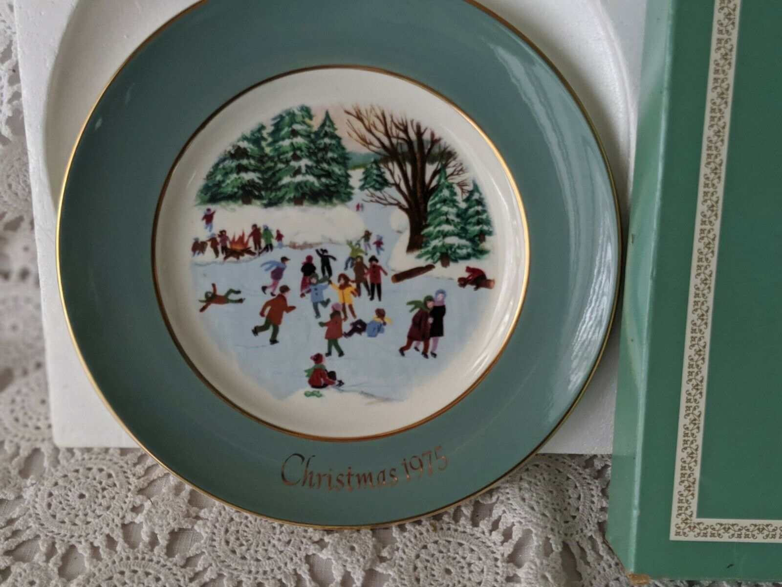 Avon Christmas Collector Plate 1975 Skaters On The Pond image 2