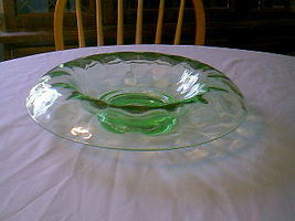 BEAUTIFUL GREEN CENTERPIECE BOWL HEISEY YOEMAN? - $25.00