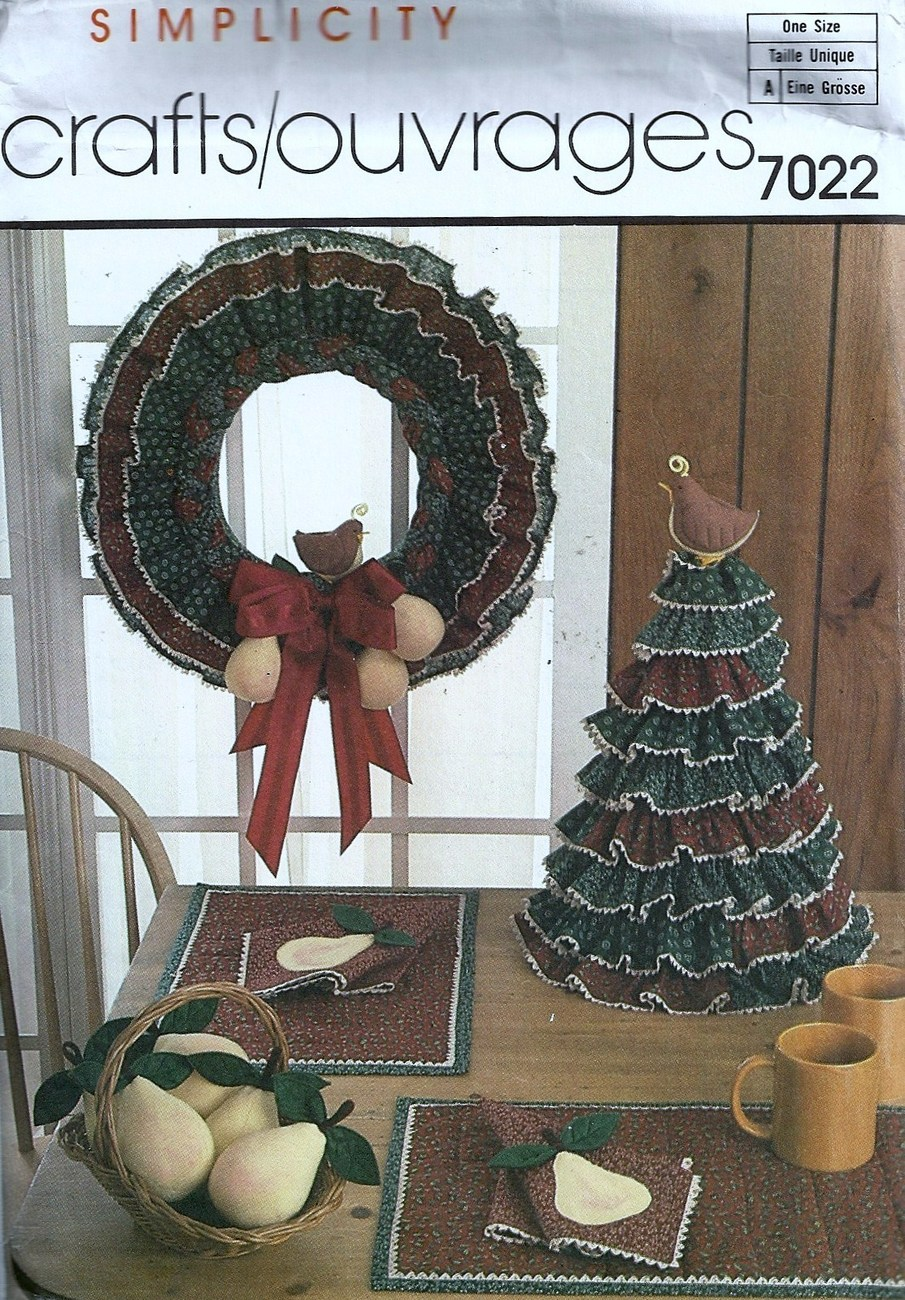 Pattern 7022 Fabric Tree, Wreath w/Pears, Napkins, Placemats,Stuffed Pears - $6.99