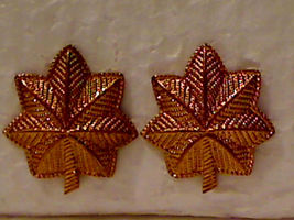 Vintage Used US Army Colonel Gold Oak Leaves Insignia Pair - $5.00