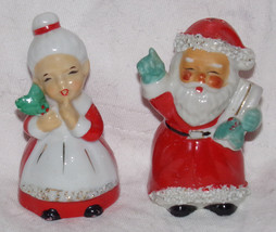Vtg 1960s MR MRS SANTA CLAUS Christmas Salt Pepper Shakers Spaghetti Tri... - $2.00