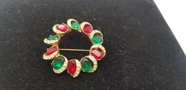 Vintage Gold Tone 3D Stand Out Wreath Design Pin W/ Ruby, Emerald & Rhin... - $29.02