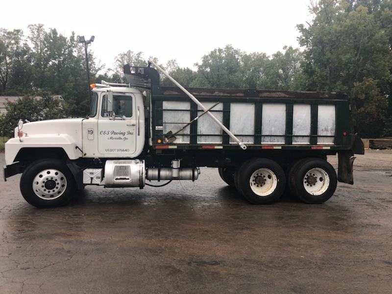 2001 Mack For Sale in Acworth, Georgia 30101