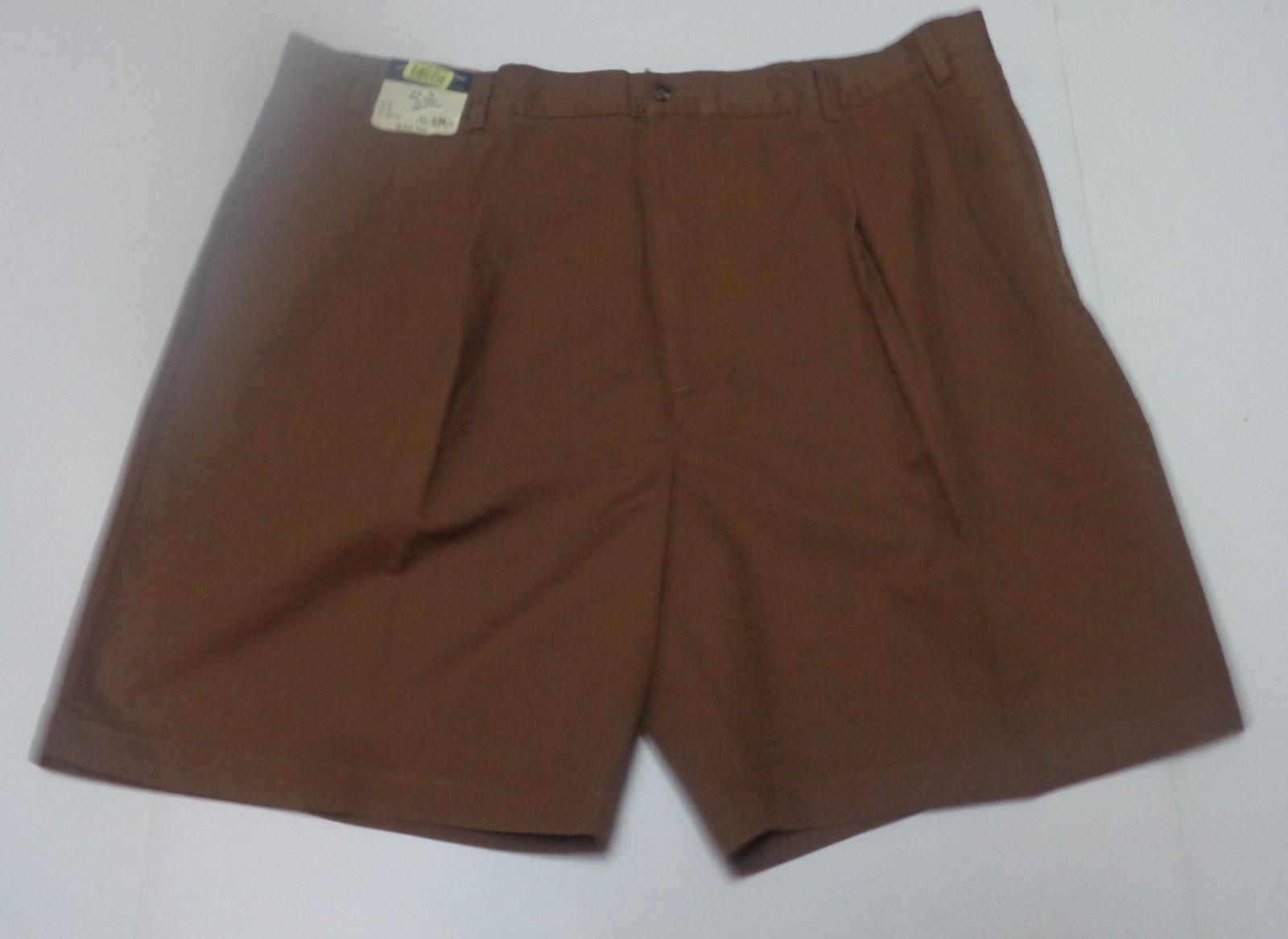 Roundtree & Yorke Men's Brown Pinstriped Shorts SZ 44 NWT Easy Care